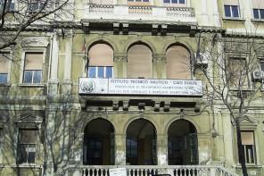 """Lezioni """"a turno"""" all'Istituto Nautico Caio Duilio per carenza di sedie"""