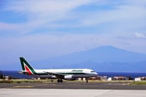 Sicilia. Rimborsare i biglietti aerei ai fuori sede: la proposta contro il caro-voli