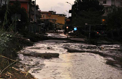 alluvione barcellona messina N