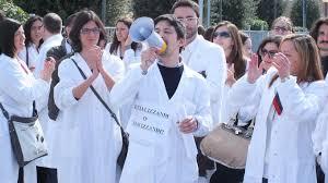 giovani medici protestano