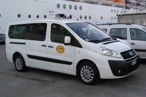 """Taxi abusivi a Giardini, Federnoleggio sull'ordinanza del sindaco:""""Sì ad un'azione mirata"""""""