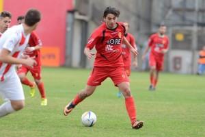 Vincenzo-Manfrè-il-suo-gol-non-è-bastato-al-Città-di-Messina-per-evitare-la-sconfitta-contro-la-Nuova-Gioiese-300x200