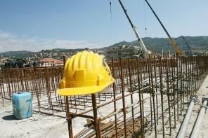 Messina. Incidente sul lavoro alla scuola Galatti: stop ai cantieri di servizi