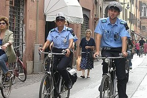 polizia municipale in bici