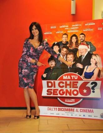 Maria Grazia Cucinotta col poster