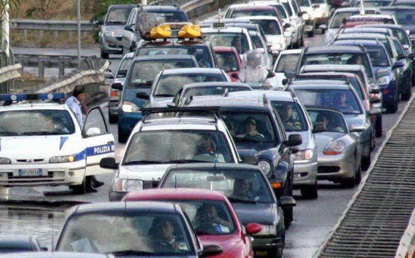 doppio incidente sull asse mediano traffico rallentato per i soccorsi-0-0-393881