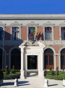 Portale su Piazza Pugliatti2
