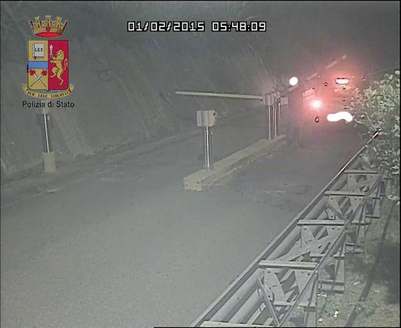 Forzano la barra del parcheggio di Taormina per non pagare il pedaggio. Tre denunciati