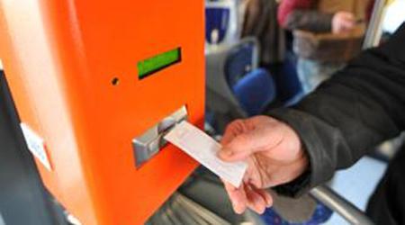 Giro di vite sugli autobus: 130 multe in un'ora a chi viaggia gratis