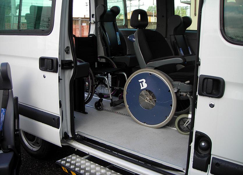 Stop al trasporto disabili. Denuncia in Procura