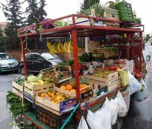 Blitz contro l'ambulantato selvaggio: sanzioni e sequestri per circa 10mila euro
