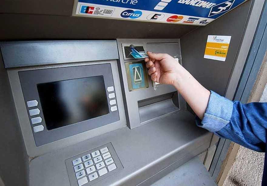 WCENTER 0WFECINDPP NOMEORIG IMGBIBBC -  04281316 FOTO WEBSERVER - img18112 - congegno che clona carte credito bancomat fano  -  bancomat  clonato -  LUCA TONI