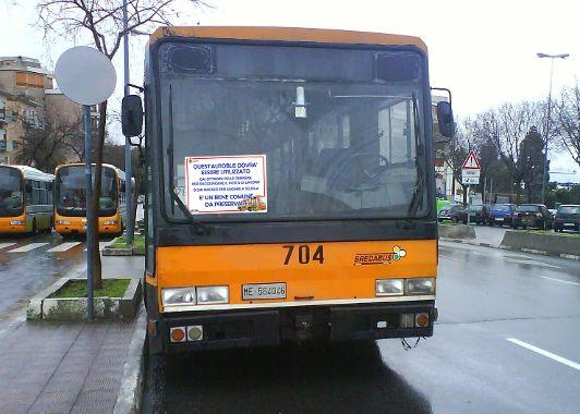 bus con cartello
