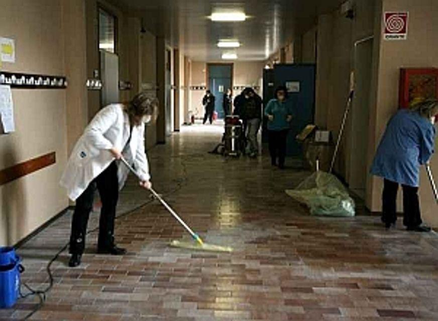 Decoro scuole. Garofalo, Misuraca e Bosco: «Lavoratori senza stipendio. Governo mantenga impegni»