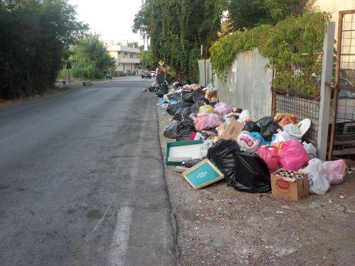 spazzatura a Ponte Galloto 2 agosto 2015 ore 19,35 001