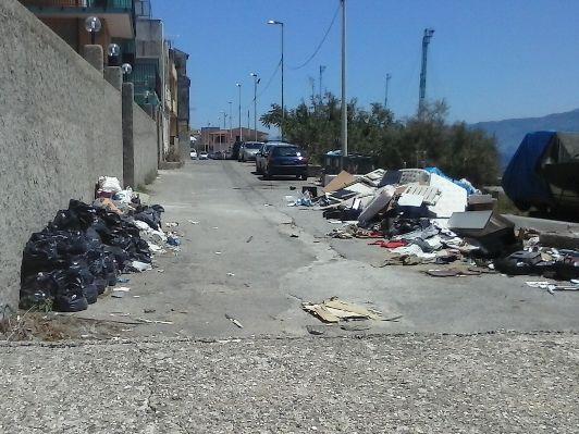 Degrado in via Torrente Sant'Agata e via Marina Ganzirri. Lo sfogo di un lettore