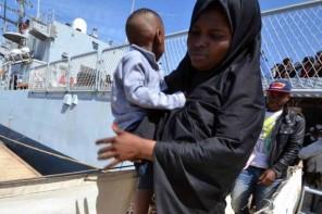 migranti donna bambino nuovo