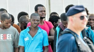 migranti sbarco messina