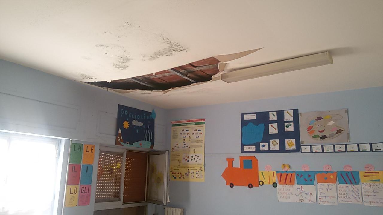Acireale, crolla tetto in una scuola ed è allarme edifici$