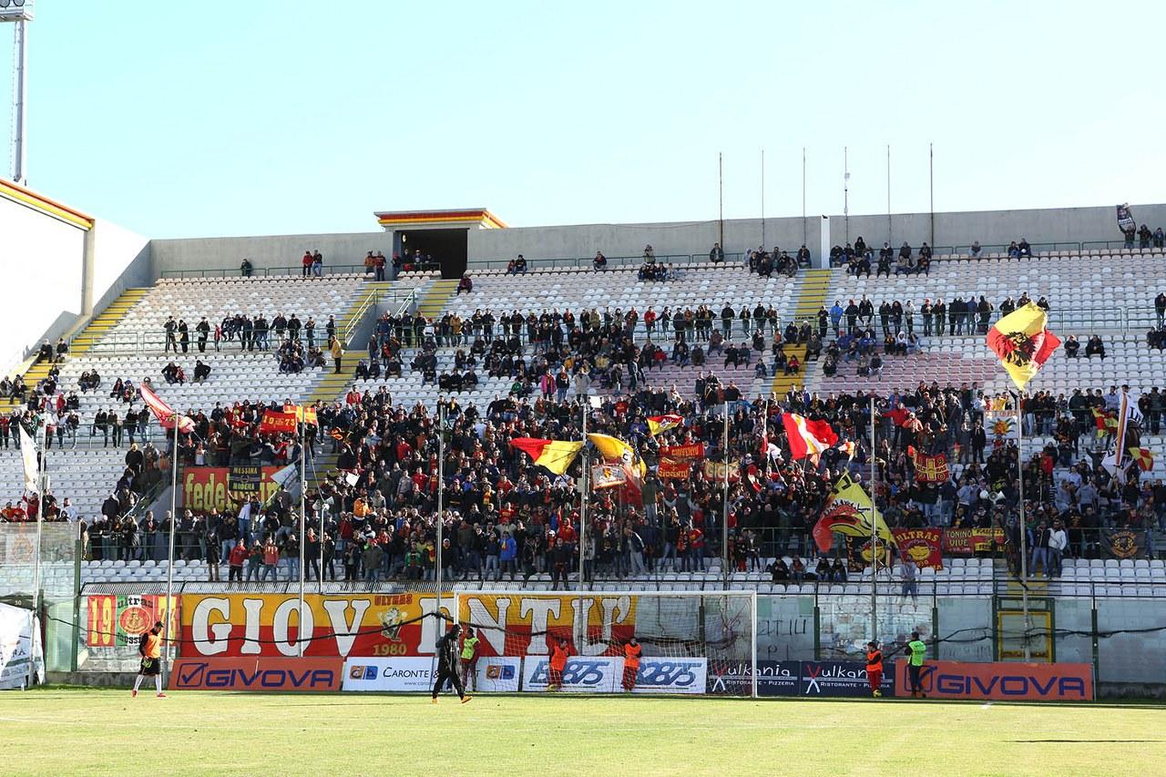 Foto dei tifosi allo Stadio San Filippo