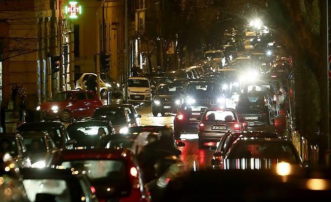 Foto della congestione di veicoli nelle strade di Messina