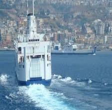 traghetto in navigazione