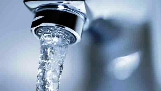 rubinetto con acqua nuovo