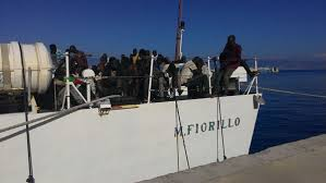 nave fiorillo Guardia costiera