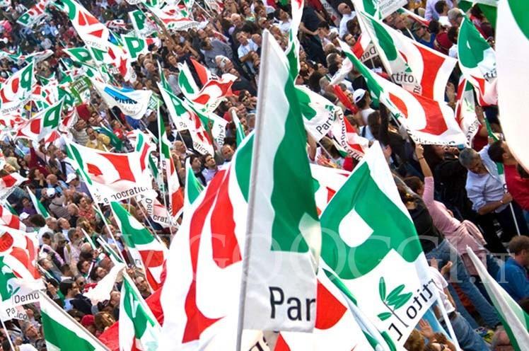 Foto delle bandiere del Partito democratico - pd