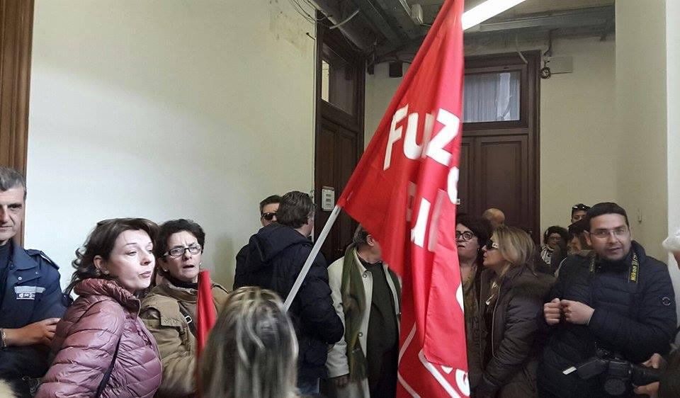 servizi sociali protesta a palazzo Zanca