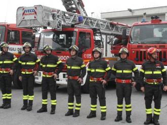 vigili del fuoco in fila