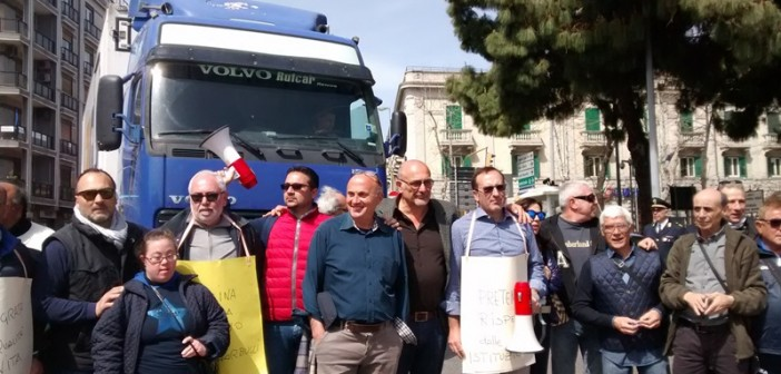 camion-al-sit-in-anti-tir-