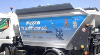 Foto del camion della raccolta differenziata