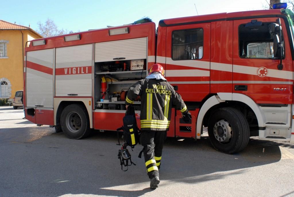 Foto di una camionetta dei vigili del fuoco