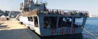 """Migranti: 729 giunti a Reggio Calabria con pattugliatore """"Vega"""""""