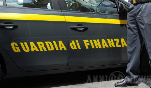 Guardia di Finanza fiancata auto nuovo