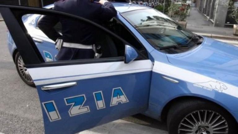 Foto di un'auto della polizia