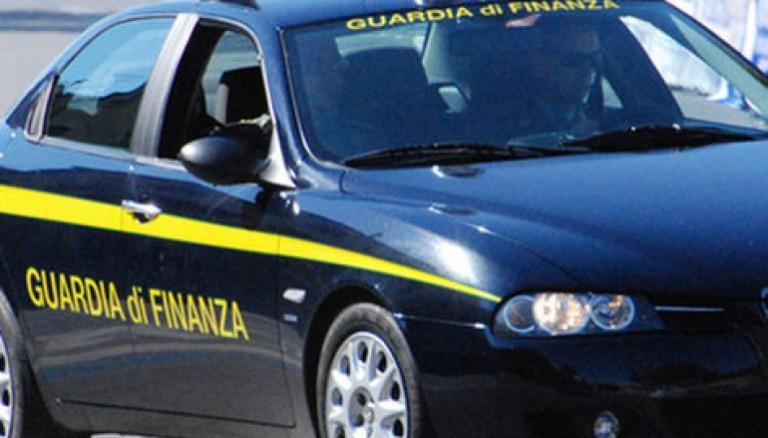 Foto di un'auto della guardia di finanza messina