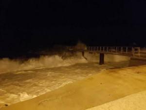 Maltempo: mareggiate invadono strade a Lipari