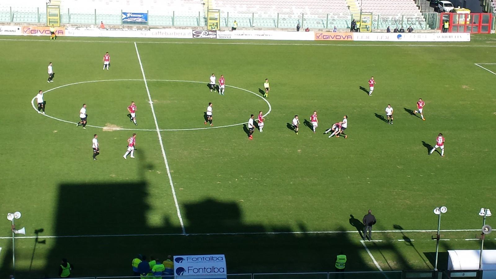 foto del campo di calcio - match dell'acr messina