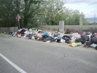 Foto spazzatura da Orto Liuzzo a San Saba 23 4 17 ore 10 006