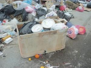 Foto spazzatura da Orto Liuzzo a San Saba 23 4 17 ore 10 010
