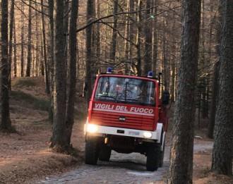 autobotte vigili del fuoco bosco