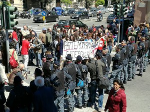 manifestanti protesta salvini