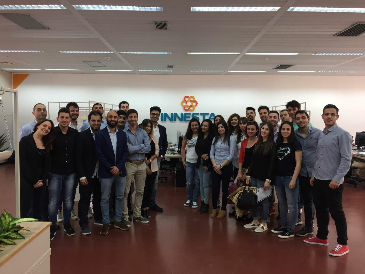 Foto dei team del corso Innovation and Entrepreneurship