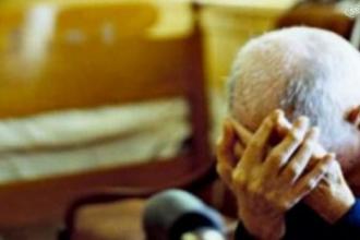 anziano aggredito in casa