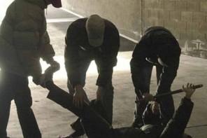 L'aggressione al 29enne in via Garibaldi: la lite per il mancato rispetto della fila davanti al bagno