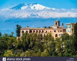 G7. Scopriamo un po' della splendida costruzione in cui alloggiano i 'potenti' della Terra: il San Domenico Palace Hotel