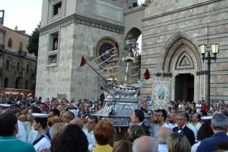 L'uscita del Vascelluzzo dalla Cattedrale