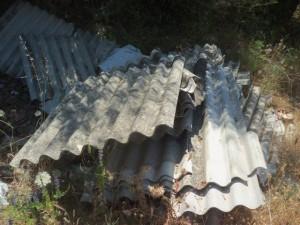Lastre di amianto abbandonate a Tono 5 giugno 2017 002